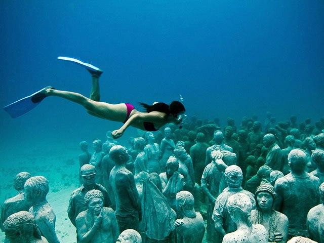 Underwater sculpture museum